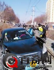 7旬老人偷拿女儿车钥匙闯祸开到电车轨道致停运